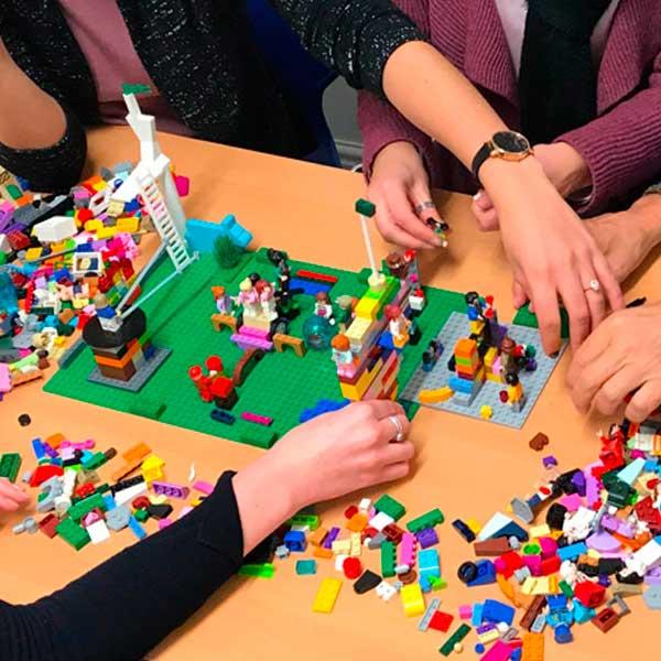Educazione Digitale per Docenti e Studenti: con la metodologia LEGO © Serious Play © – di Federica Brancale
