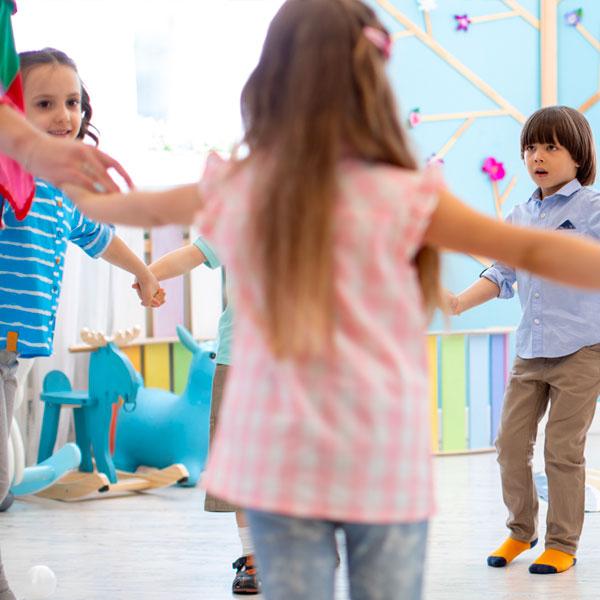 Tondo come il mondo: movimento, gioco, danza in cerchio – di Gabriella Fanara – Milano