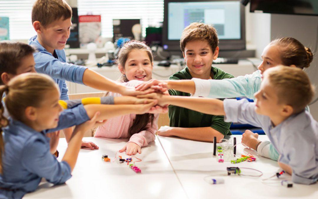 """Adolescenti e distanziamento sociale: l'importanza del rimanere """"connessi"""""""